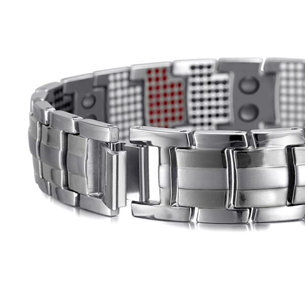 deluxe_titanium_magnetic_therapy_bracelet_silver_clasp